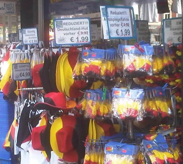 Materialien für Girlandenmenschen auf der Kalker Hauptstraße...